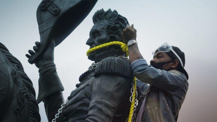 Statue, Monument Vandalism