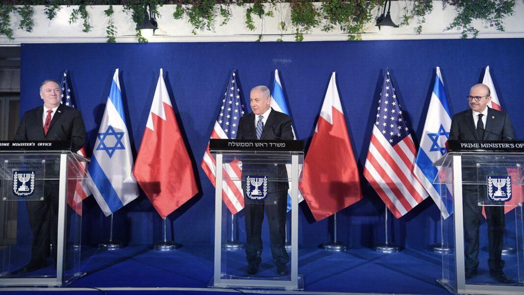 Prime Minister Benjamin Netanyahu (center) is seen hosting US Secretary of State Mike Pompeo (left) and Bahraini Foreign Minister Abdullatif bin Rashid Al Zayani