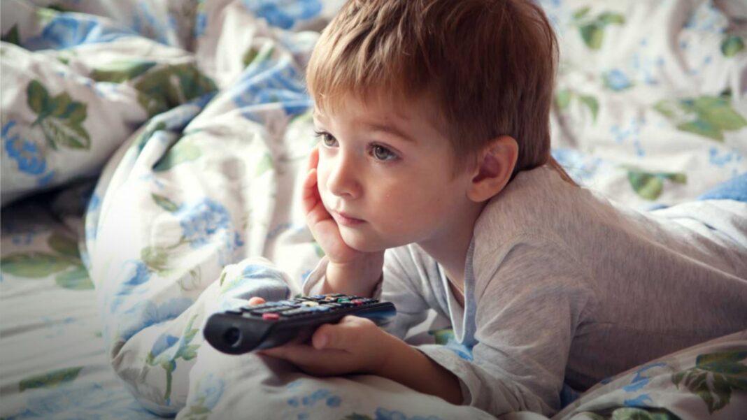 child, kid watching TV, Television, Cartoons