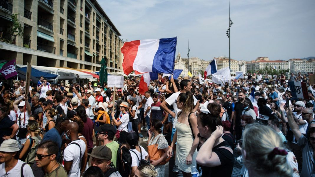 France vaccine pass protest